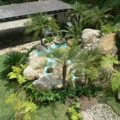 Jardín en Valle de Bravo: Jardines de estilo  por BARRAGAN ARQUITECTOS