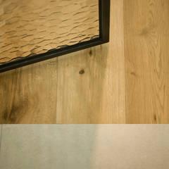 아파트 속 모던갤러리를 꿈꾼다_답십리 래미안위브 인테리어: (주)바오미다의  벽