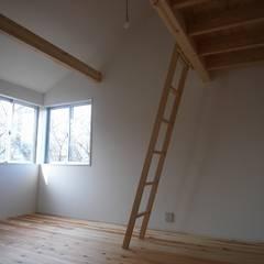 大津の住宅: 奥村幸司建築設計室が手掛けた子供部屋です。