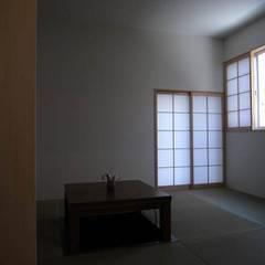 大津の住宅: 奥村幸司建築設計室が手掛けた和室です。
