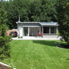 Bepflanzungen und Rasenanlagen: minimalistischer Garten von Garten-Landschaftsbau Hierreth-Felser GmbH