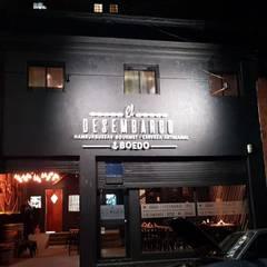 fachada: Bares y Clubs de estilo  por BIANCHI ARQUITECTURA INTERIOR