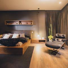 CANTAGIRONE TREPIU: Habitaciones de estilo  por Munera y Molina,