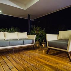 ALTOS DE LA RIOJA: Terrazas de estilo  por Munera y Molina