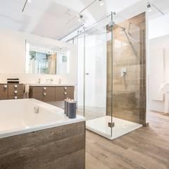Phòng tắm by FHM Fliesenhaus München GmbH