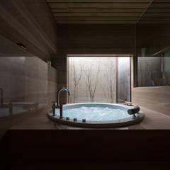 a住宅 2013.6: 株式会社久住建築設計事務所が手掛けた浴室です。