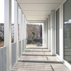 Gray Stripes House :  Terrasse von smo architektur