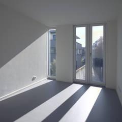 Gray Stripes House :  Arbeitszimmer von smo architektur