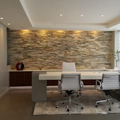 Te gusta esta oficina C.E.O.?: Estudios y oficinas de estilo moderno por Estudio Palombo