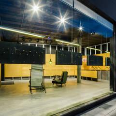 The Caveman: Lojas e espaços comerciais  por Tiago do Vale Arquitectos