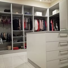 KITCHEN AND BEDROOM CUPBOARDS:  Dressing room by Première Interior Designs