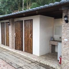 山坡地私人會館更改建造設計裝潢:  浴室 by 登品空間規劃工程有限公司