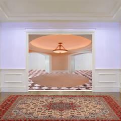 Stanze in successione, carattere per ogni stanza: Ingresso & Corridoio in stile  di Arch. Francesco Antoniazza - Dimore di Lago