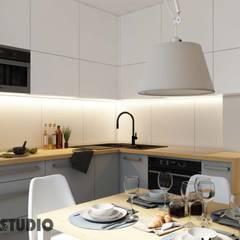Praszka Home : styl , w kategorii Kuchnia zaprojektowany przez MIKOŁAJSKAstudio