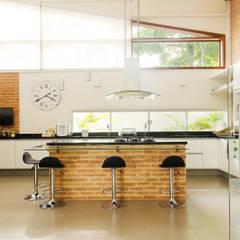 مطبخ تنفيذ Flavio Vila Nova Arquitetura