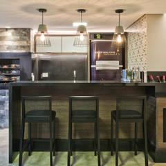 Reforma Sobrado Residencial: Armários e bancadas de cozinha  por Ana Crivellaro