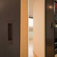 신축아파트에 스타일을 더하다_왕십리 텐즈힐 홈스타일링: (주)바오미다의  드레스 룸