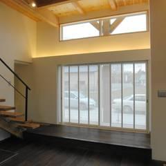 棟持柱のある家: ESK設計一級建築士事務所が手掛けたサンルームです。
