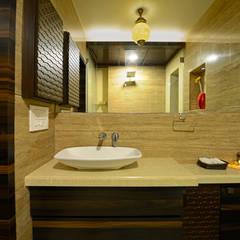 Matunga Apartment:  Bathroom by Fourth Axis Designs
