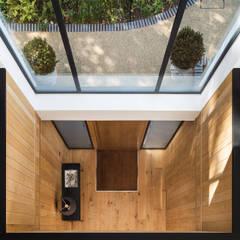 Boyle Farm:  Corridor & hallway by Concept Eight Architects