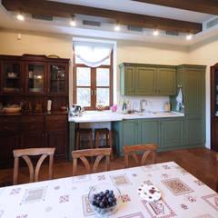 Частный дом в Летово: Кухонные блоки в . Автор – ООО' А2про',