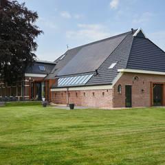 Transformatie woonboerderij Onnen:  Huizen door MINT Architecten