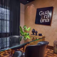 Sala de Reunião: Escritórios  por Guaraúna Revestimentos