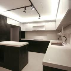 40평대 아파트 인테리어 모아보기: 홍예디자인의  주방,