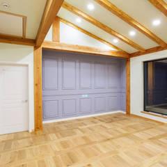 전주 삼천동 중목구조주택 (100py): 한다움건설의  침실