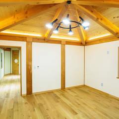 전주 삼천동 중목구조주택 (100py): 한다움건설의  방