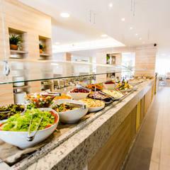 BOTÂNICO   Buffet Vegetariano: Espaços gastronômicos  por ARCHDUE Arquitetura