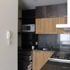 DEPARTAMENTO GLADIOUS: Muebles de cocinas de estilo  por TP618,