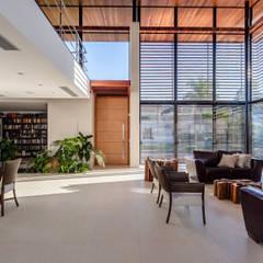 در و پنجره by Ruschel Arquitetura e Urbanismo