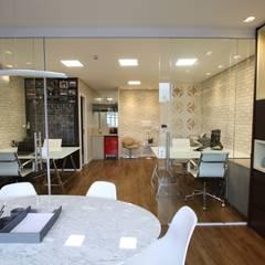 Ruang Komersial by Serra Vaz Arquitetura e Design de Interiores