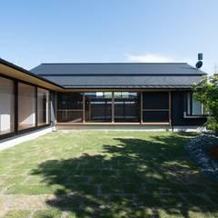 Jardines de estilo asiático de amp / アンプ建築設計事務所 Asiático