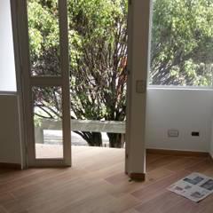 CASAS MODELIA.: Paredes de estilo  por CELIS & CELIS INGENIEROS CONSTRUCTORES S.A.S