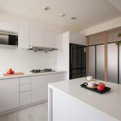 明水苑 | 稜線:  廚房 by 北歐制作室內設計