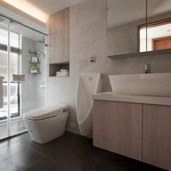 Baños de estilo  por 北歐制作室內設計