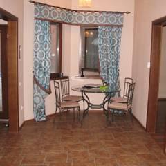 """Дом с внутренним двором проект """"Florida"""": Столовые комнаты в . Автор – Центр Каркасных Технологий,"""