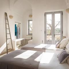 Dormitorios de estilo mediterraneo por architetto stefano ghiretti