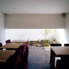 Gallery & Cafe OKU: 吉川弥志設計工房が手掛けた商業空間です。