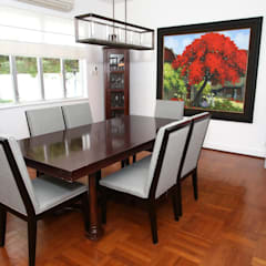 Repulse Bay Living/Dining Room: modern Dining room by B Squared Design Ltd.