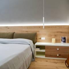 """Casa """"Cieloterra"""": Camera da letto in stile in stile Moderno di Claude Petarlin"""