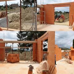 Construction du Caveau et finalisation extérieur et intérieur: Maisons de style  par Guerin Decharme