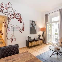 Home Staging einer Musterwohnung in Berlin Neukölln:  Wohnzimmer von staged homes