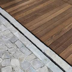 RECUPERO DI UNA VECCHIA BORGATA: Pavimento in stile  di Viú Architettura