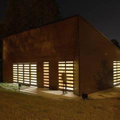 BASSO FABBRICATO: Garage/Rimessa in stile  di Studio 3Mark