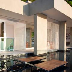 Garden Pool by PAULA MARTINS ARQUITETURA, INTERIORES E DETALHAMENTO