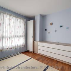 二樓兒童房:  嬰兒房/兒童房 by Hi+Design/Interior.Architecture. 寰邑空間設計