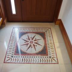 南欧風の家: 株式会社青空設計が手掛けた廊下 & 玄関です。